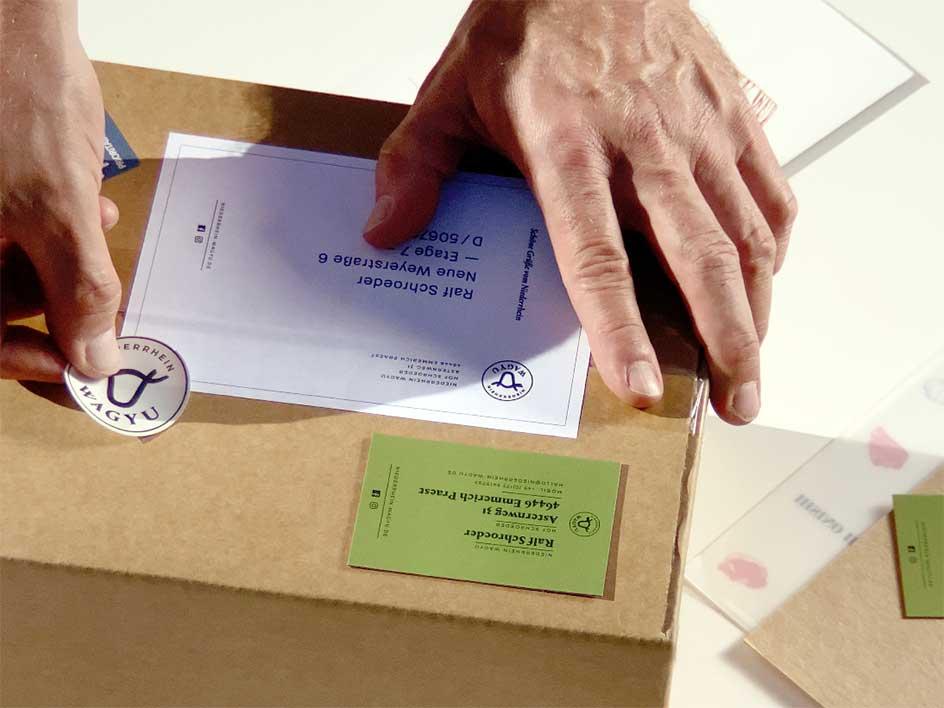 Das Fleisch vom Niederrhein Wagyu wird in Kartons verpackt